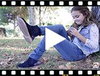 Video from Stivaletti bambina scamosciati con tallone glitter